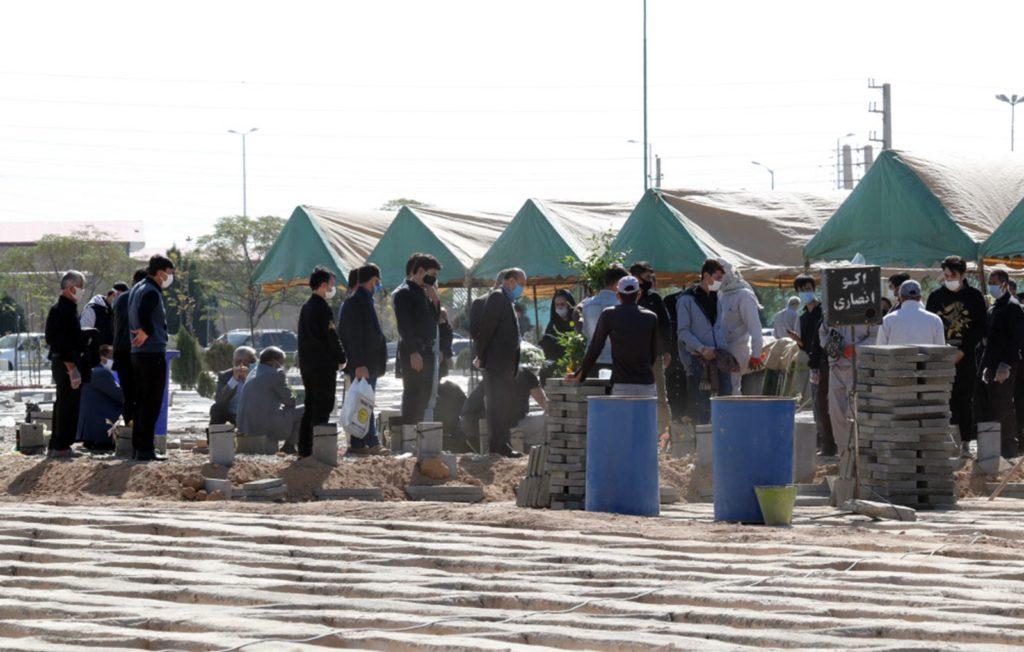 Gräber wegeen Covid in Teheran